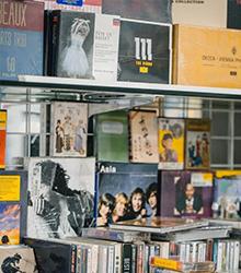 收藏爱好:手办、唱片、艺术品