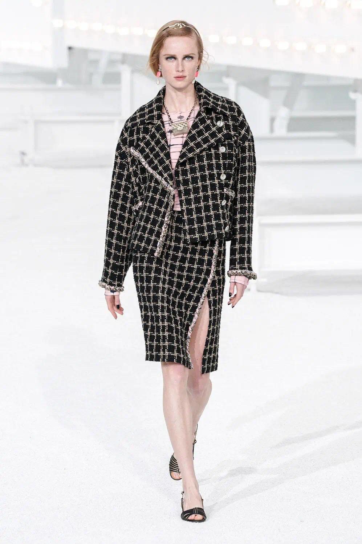 CHANEL 2021春夏高级成衣系列:经久不衰、浪漫色彩