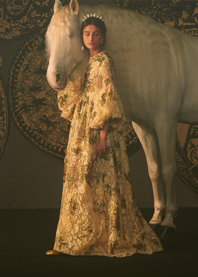 Dior用一针一线,编织了一座神秘且梦幻的塔罗城堡
